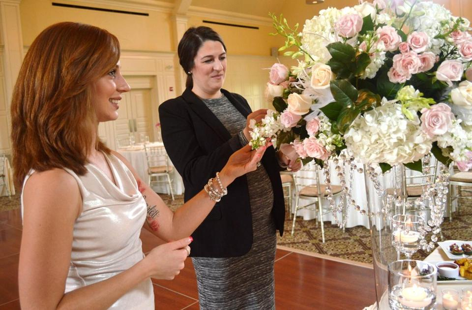 Blydenburgh chooses flowers with Kerianne Steele of Les Fleurs.