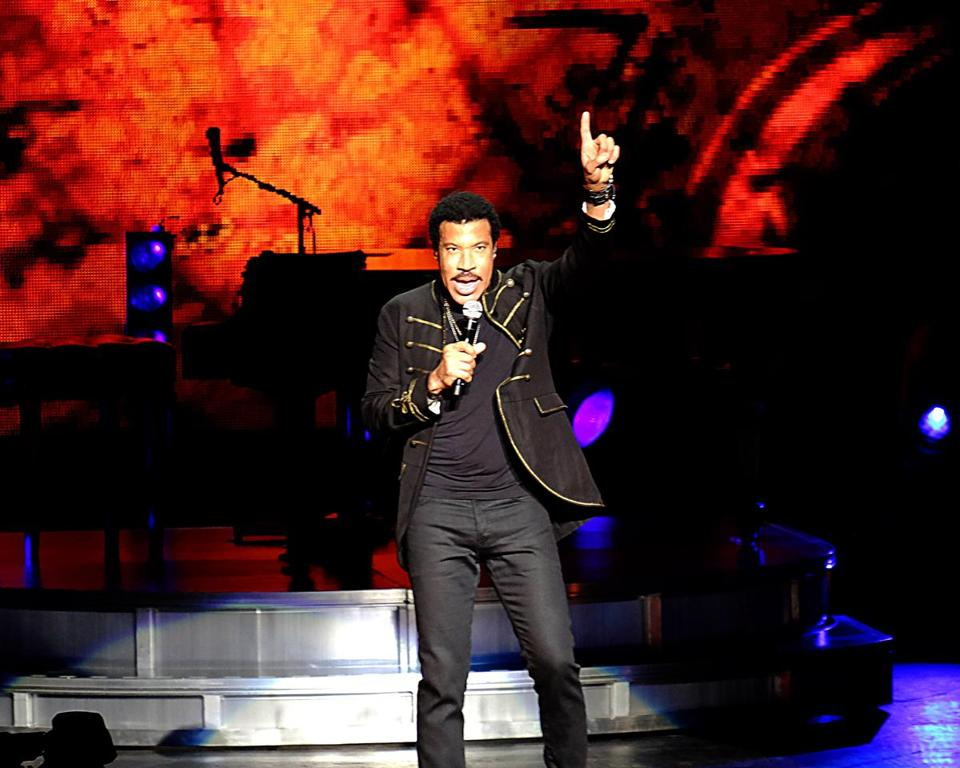 "From ""You Are"" to ""Running With the Night,"" it didn't take fans long to remember how many hits Lionel Richie has had."