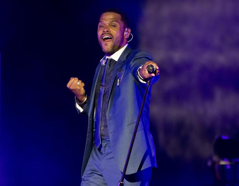 Maxwell in concert at the Blue Hills Bank Pavilion on Saturday night.