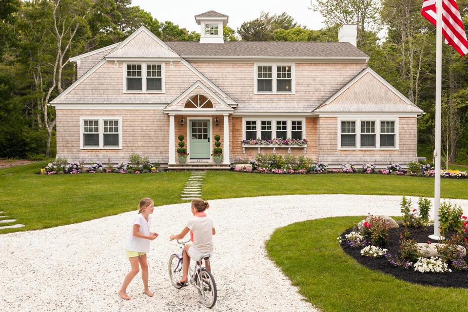 Eager to create idyllic summers for their children, Amy and Mike Maguire of Hingham purchased land on the Cape in 2006 and the following year hired Duxbury-based architect William Lee to design the 3,200-square-foot cedar-shingle house.