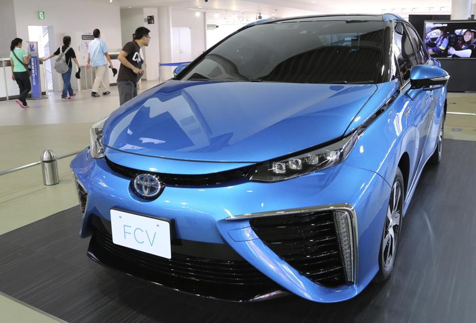 Buoyed by its success with hybrids, Toyota is betting drivers will embrace hydrogen fuel cells, The new vehicle is set to go on sale in Japan in 2015.