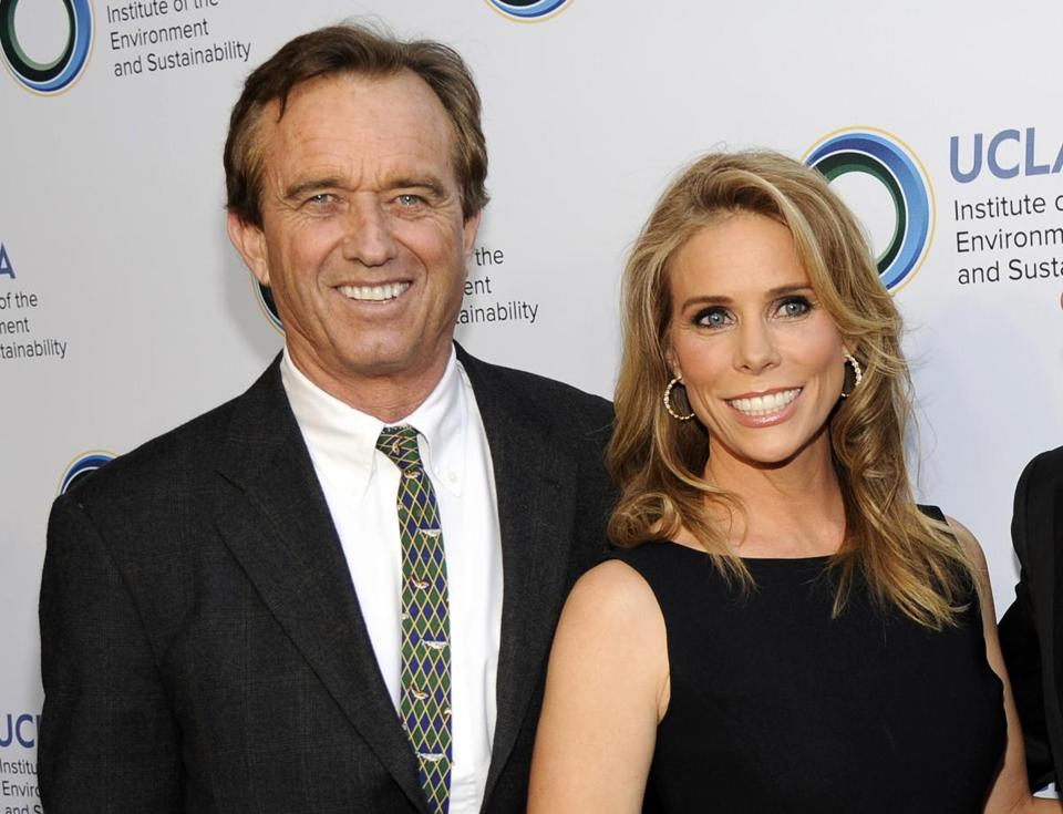 Robert Kennedy Jr. and Cheryl Hines will marry Saturday afternoon at the Kennedy compound, his cousin said.