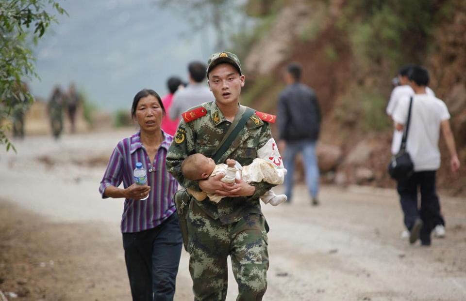 Chinese troops were dispatched to help after an earthquake in Yunnan.