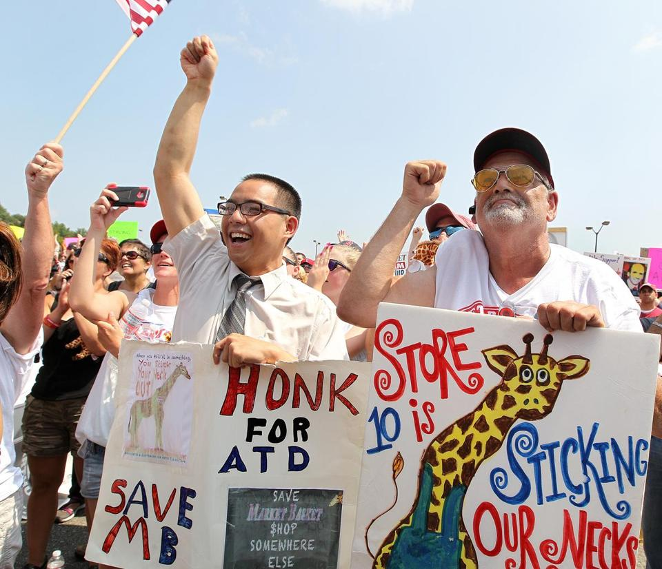 Kevin Wong, a bagger in Tewksbury, and John Connor, a customer, attended a rally Tuesday.
