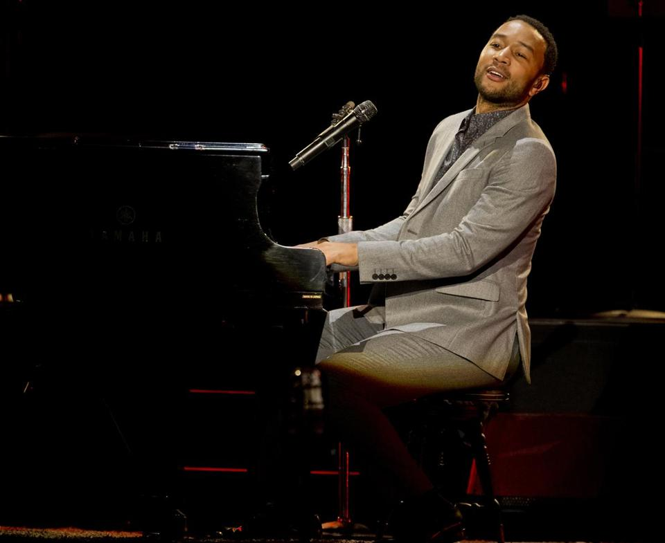 John Legend was backed by a string quartet and a guitar-bass-drums combo at Blue Hills Bank Pavilion on Saturday night.