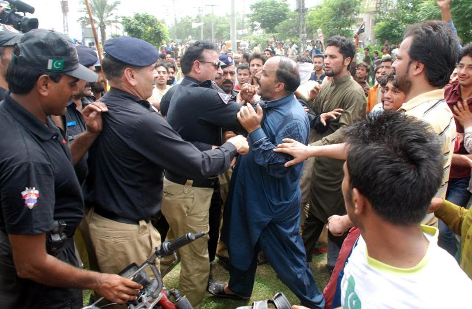 Supporters of Pakistani Prime Minister Nawaz Sharif clashed with police during a march by Sharif opponents.