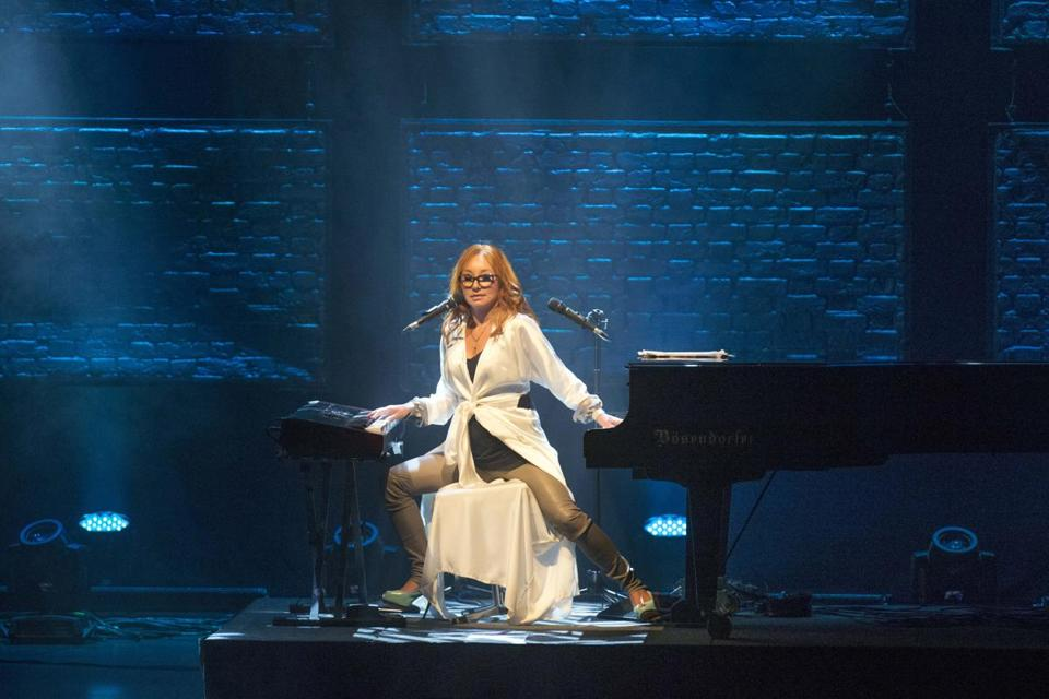 Tori Amos alternated between her piano and keyboards Friday night.