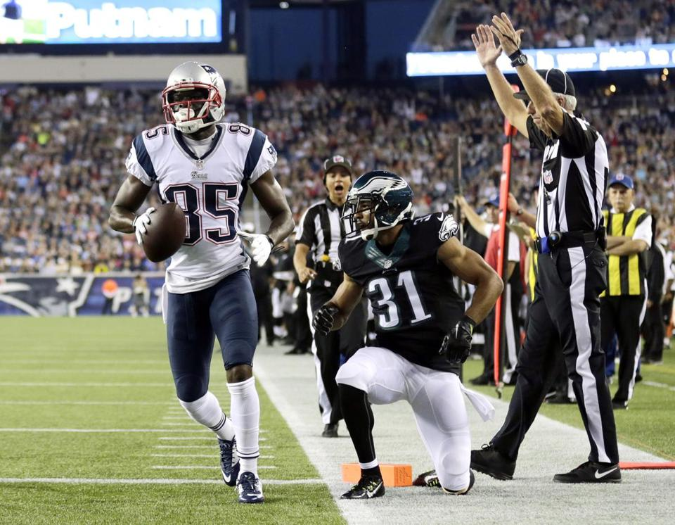 Kenbrell Thompkins scored a touchdown in front of the Eagles' Curtis Marsh in the first quarter.