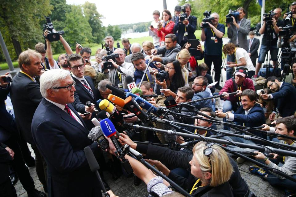 Foreign Minister Frank-Walter Steinmeier of Germany spoke in Berlin about talks held over the weekend on the Ukraine conflict. The foreign ministers of Ukraine, Russia, and France also participated in the meetings.