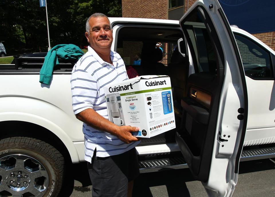 Anthony Arcese Sr. unpacked the truck for his 18-year-old son. First-year students moved into the dorms at Brandeis University on Sunday.