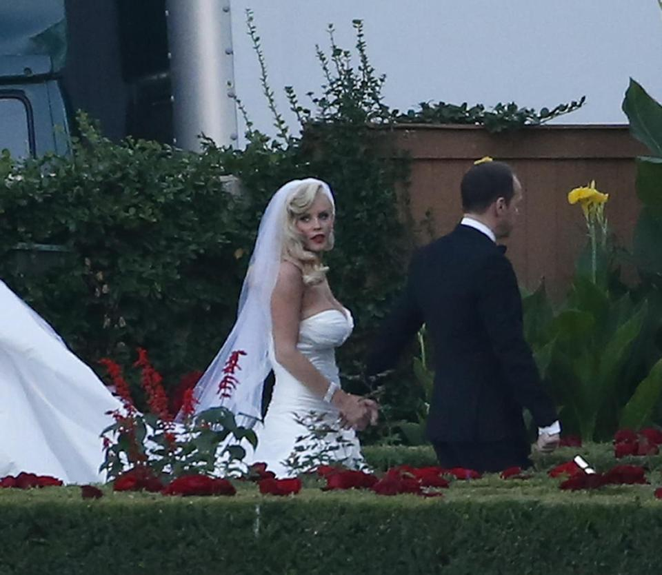 Jenny McCarthy and Donnie Wahlberg getting married in St. Charles, Ill.