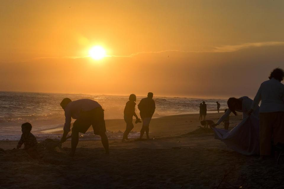 Nantucket, Ma- Globe Staff photo by Stan Grossfeld-August 27, 2014--The scene at Madaket Beach for sunset