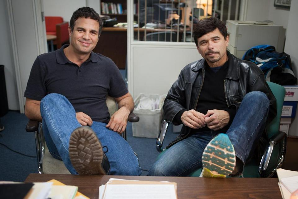 02spotlightfilm Spotlight. L-R: Mark Ruffalo and Michael Rezendes. © Spotlight Film, LLC.