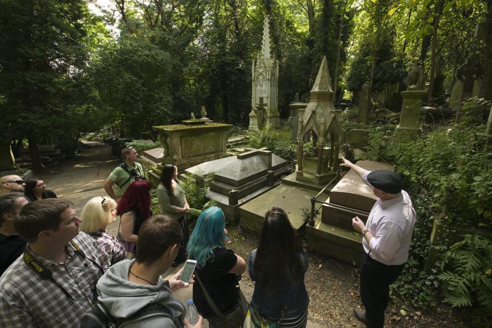 Highgate Cemetery Tour