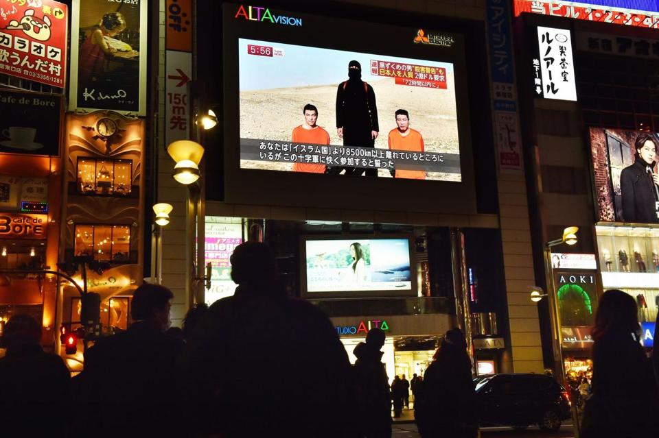 People in Tokyo watched news reports showing images of two Japanese men who have been kidnapped by the Islamic State group.
