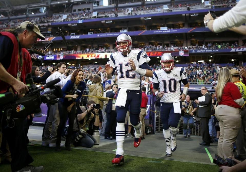 Jimmy Garoppolo (10) has used his first year in the NFL as a learning experience, leaning on Tom Brady for advice. REUTERS/Lucy Nicholson (UNITED STATES - Tags: SPORT FOOTBALL)
