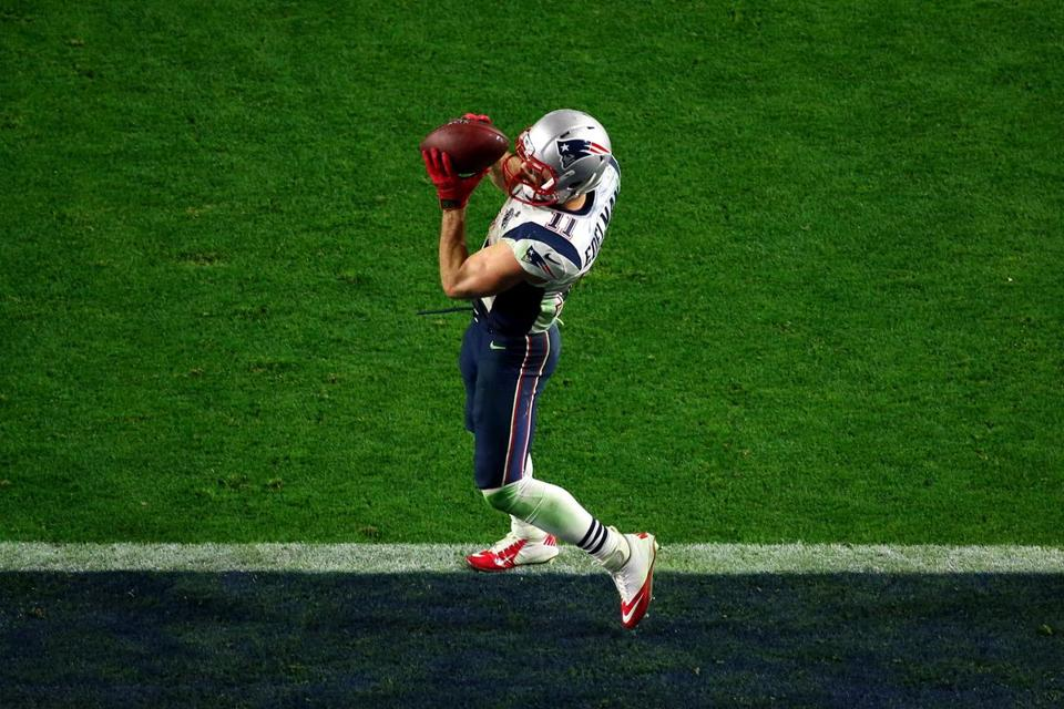 GLENDALE, AZ - FEBRUARY 01: Julian Edelman #11 of the New England Patriots catches a three yard touchdown pass in the fourth quarter against the Seattle Seahawks during Super Bowl XLIX at University of Phoenix Stadium on February 1, 2015 in Glendale, Arizona. (Photo by Mike Ehrmann/Getty Images)