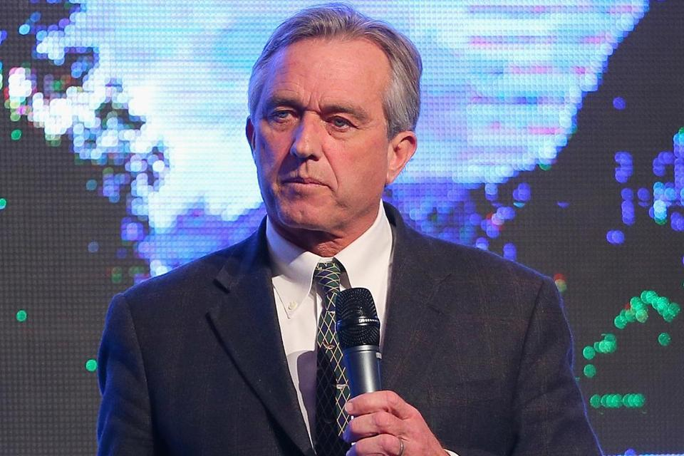 Robert F. Kennedy Jr. has joined an effort to get Harvard University to divest from fossil fuels.