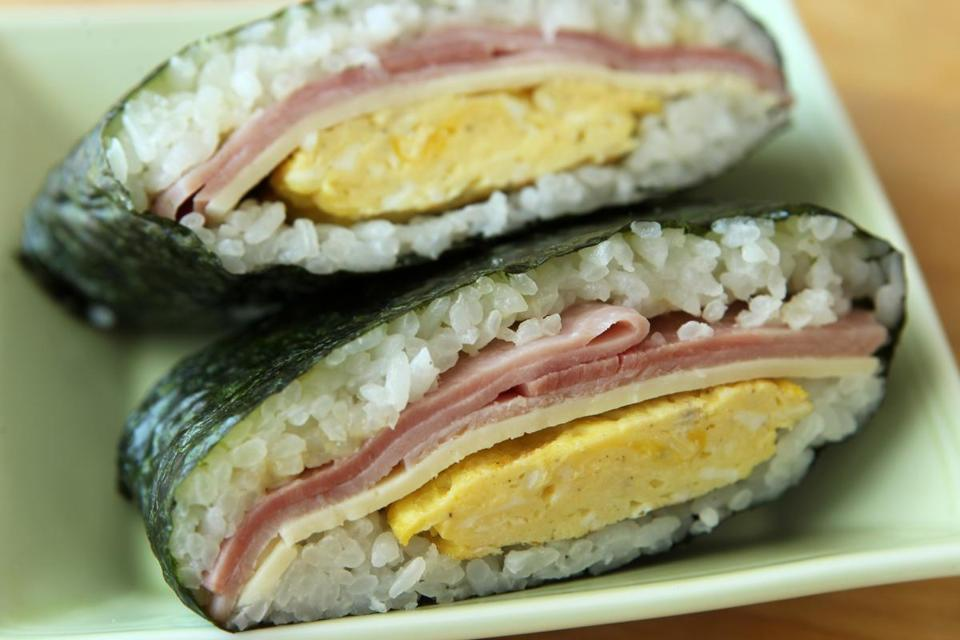 Recipe for onigirazu with ham, cheese, and egg filling