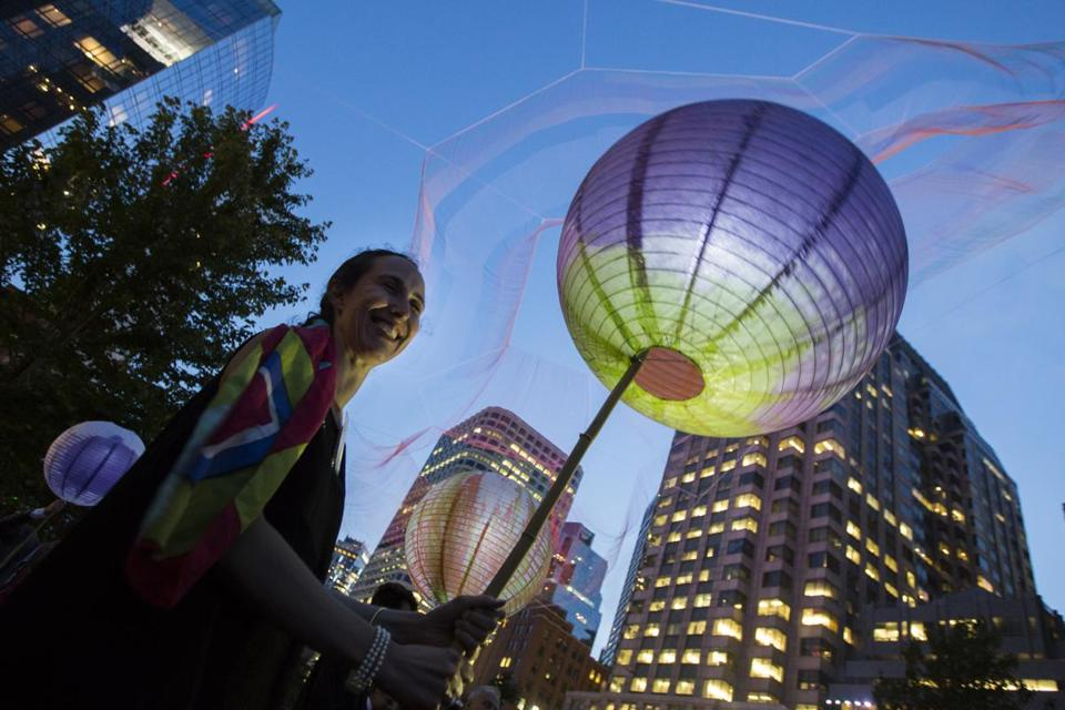 Alex Rogers Pittman held a paper lantern under Janet Echelman's floating sculpture during the gala.