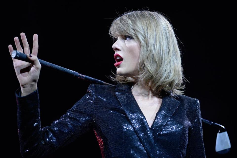 Pop star Taylor Swift said that she was speaking for other musicians who were afraid to discuss the issue.