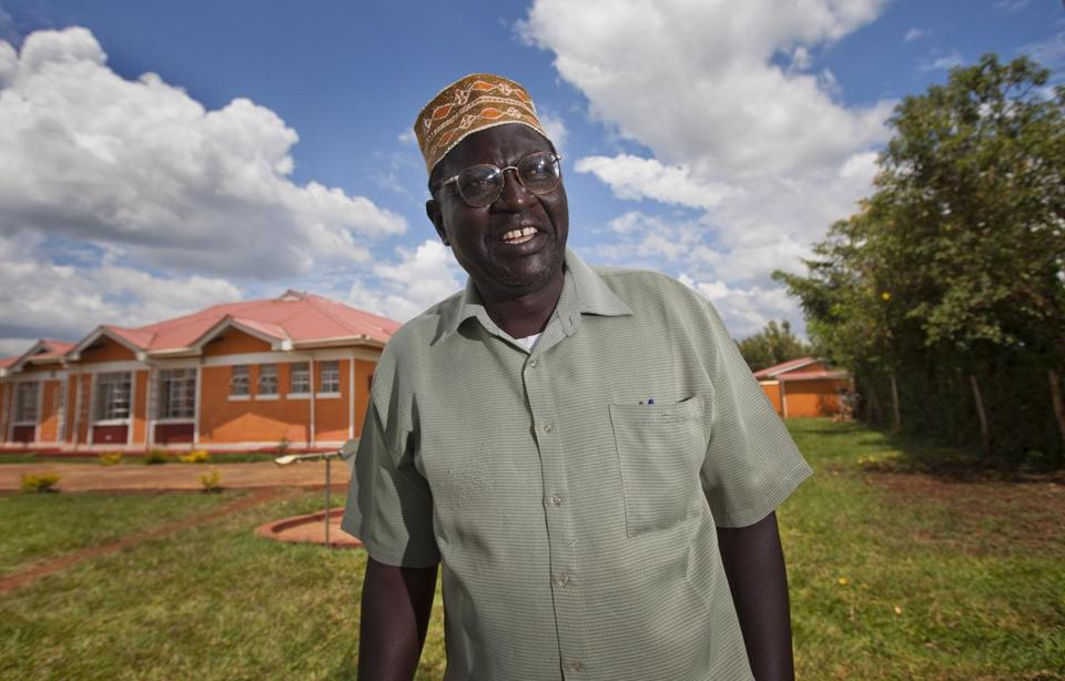 """Malik Obama, President Obama's half brother, said his sibling is """"not an honest man."""""""