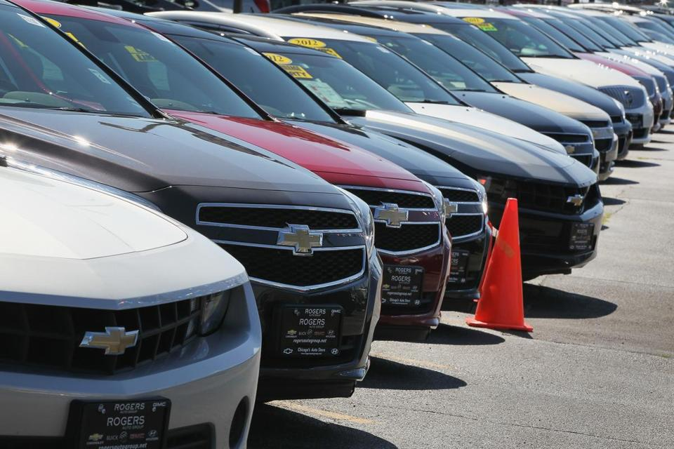 CHICAGO, IL - JULY 23: Chevrolet and Buick cars are offered for sale at a dealership on July 23, 2014 in Chicago, Illinois. GM today announced the recall of another nearly 720,000 Chevrolet, Cadillac, Buick and GMC vehicles for various defects. (Photo by Scott Olson/Getty Images)
