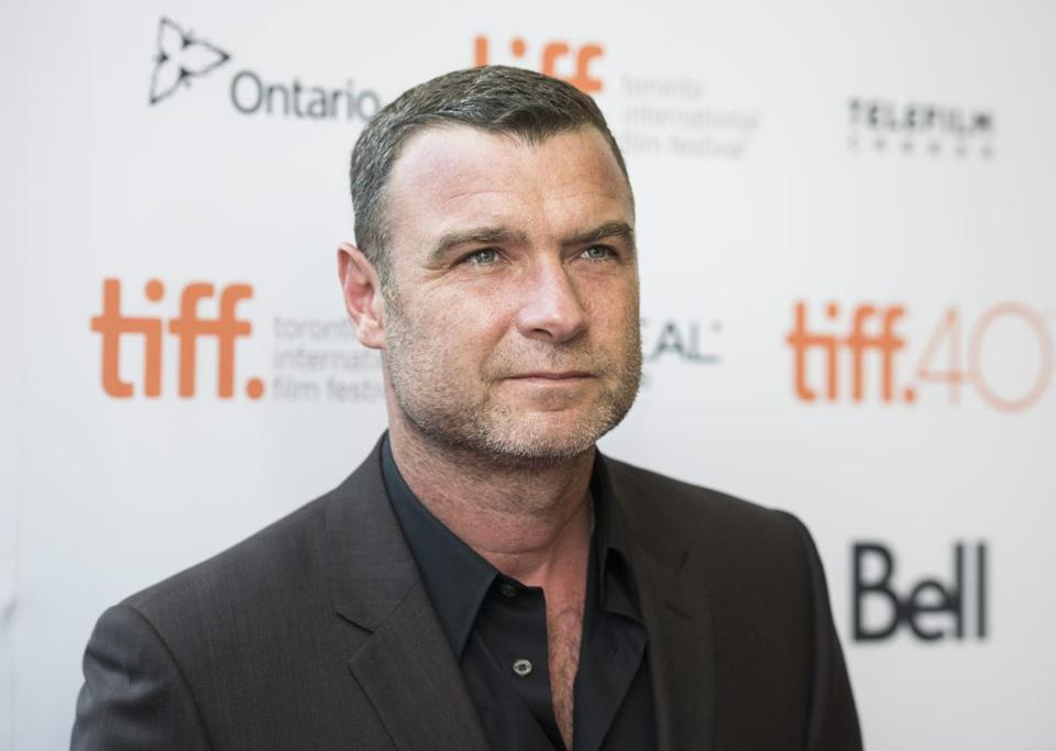 Schreiber posed on the red carpet.