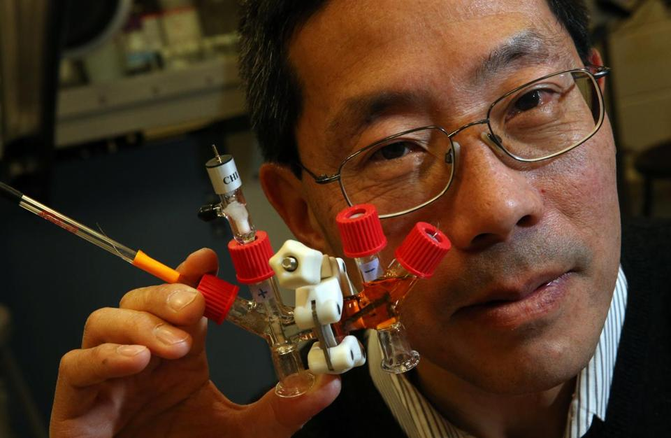 Professor Yet-Ming Chiang posed for a portrait with an H-cell battery in a research laboratory at MIT.