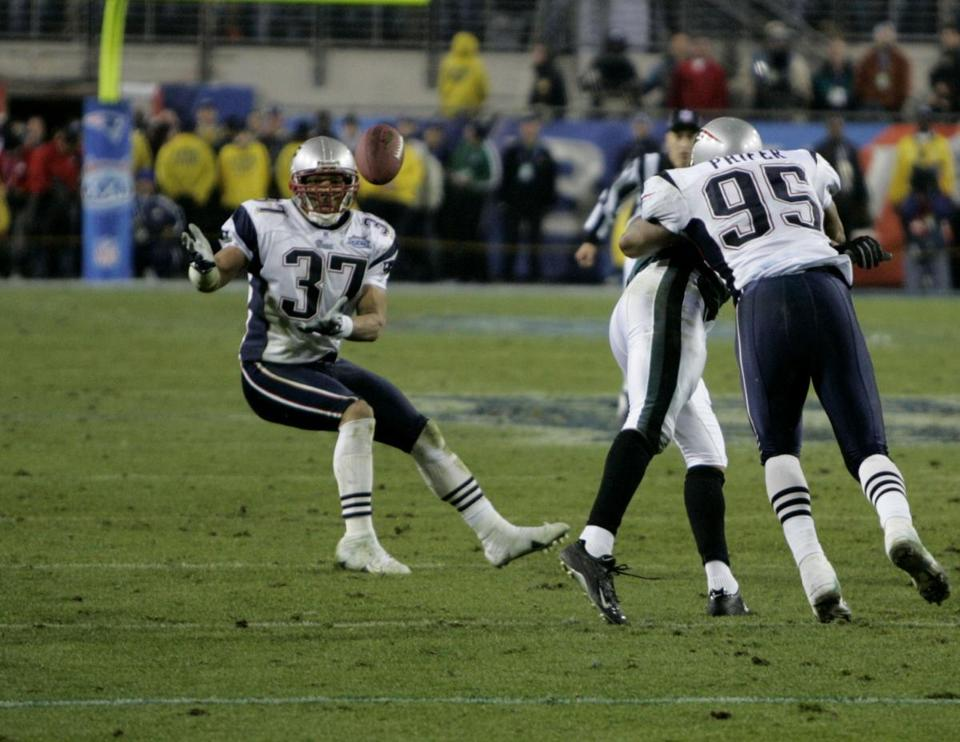 Safety Rodney Harrison was ready to intercept this Donovan McNabb pass in the final minutes of Super Bowl XXXIX.