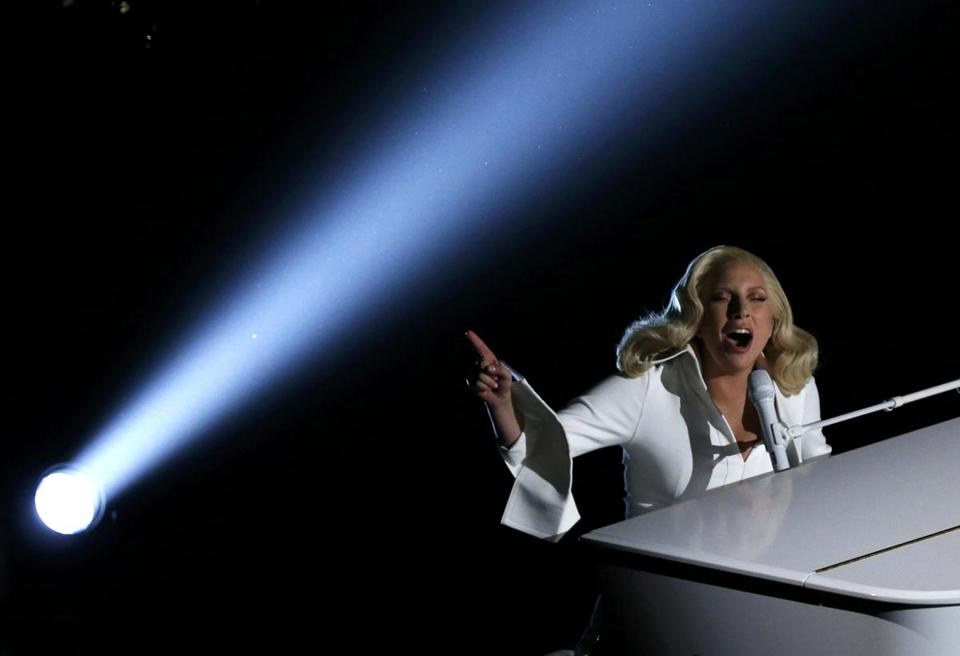 Lady Gaga performs at the 88th Academy Awards in Hollywood, California February 28, 2016. REUTERS/Mario Anzuoni TPX IMAGES OF THE DAY