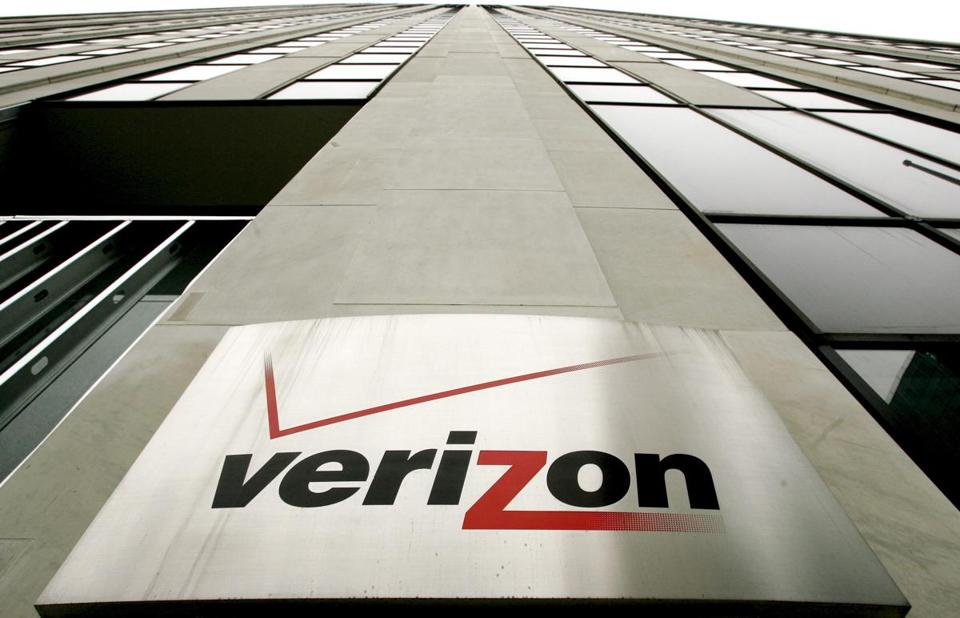 epa05249027 (FILE) A file picture dated 12 April 2006 shows a logo sign at the Verizon buildings in New York, New York, USA. According to reports on 08 April 2016, Verizon Communications Inc. is ready to make a bid for Yahoo Inc.'s Web business next week. Google is likewise weighing the possibility of seeking to acquire Yahoo's core business, media said. EPA/JUSTIN LANE