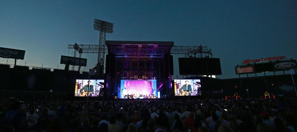 A view of the stage when Taylor performed.