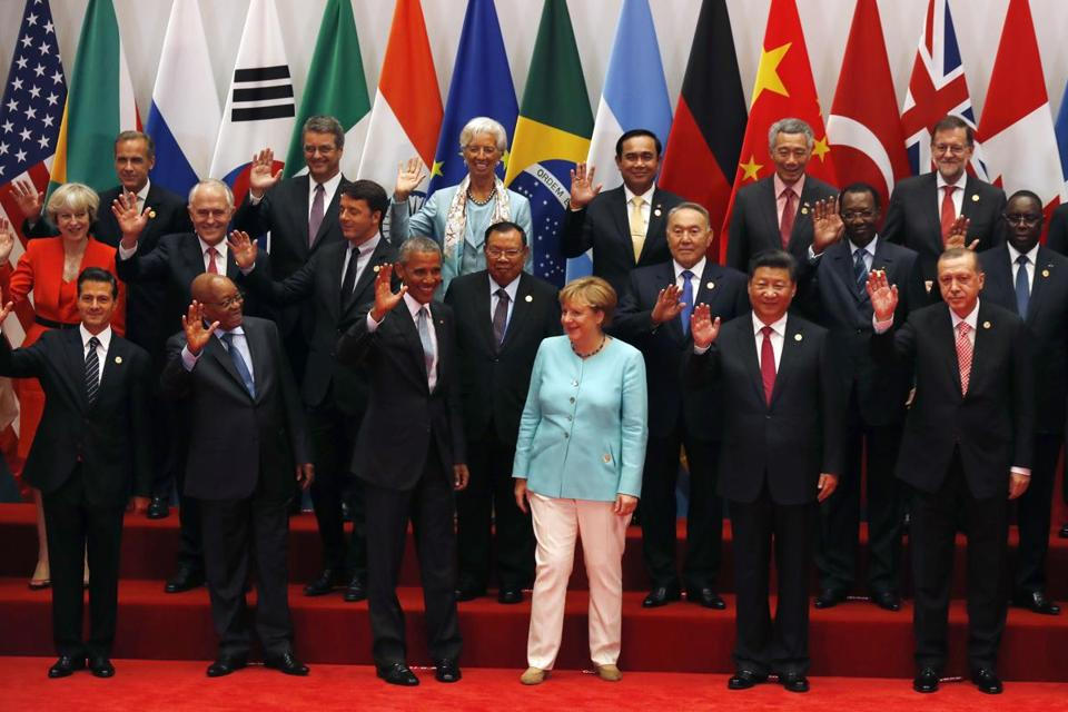 US President Barack Obama (front row third from left) and other leaders posed for a group photo for the G-20 summit held at the Hangzhou International Expo Center in Hangzhou, eastern China Sunday.