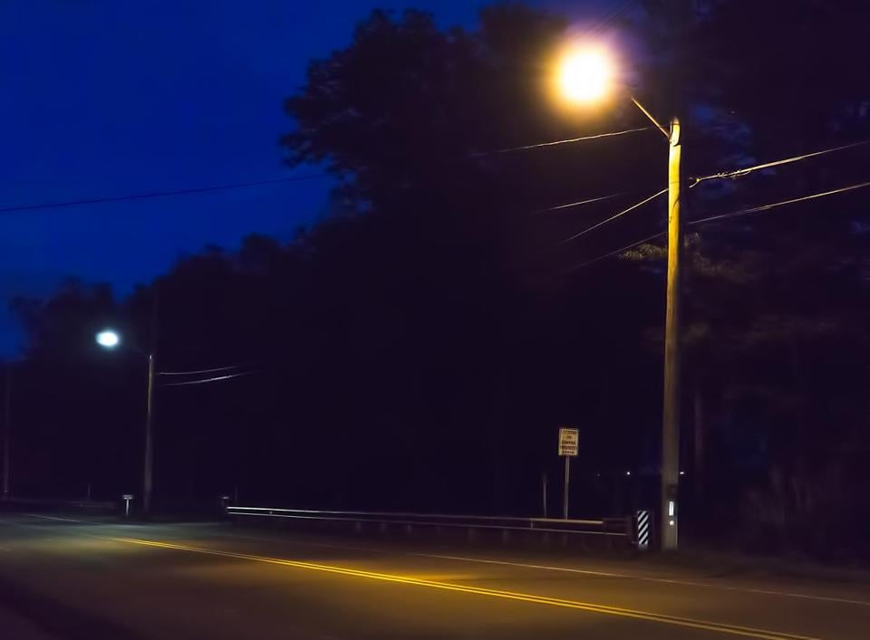 8.3.123270879_Regional_xxsolights The difference in lighting color is evident on Monday, Sept. 26, 2016 in Easton, Mass., from the LED streetlight in the background and the high pressure sodium light in the foreground which is much more orange and less like daylight. Recently the town converted over 1,000 high pressure sodium lights to the more efficient LED street lights. (Robert E. Klein for the Boston Globe)