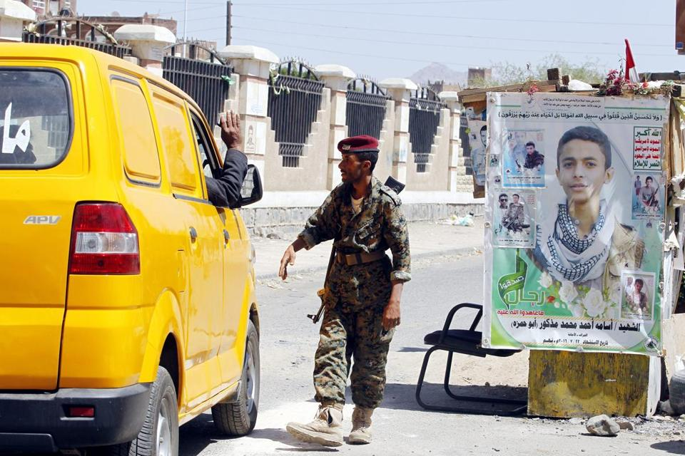A Houthi militiaman operates a checkpoint ahead of a UN-announced ceasefire, in Sana'a, Yemen, on Oct. 18.
