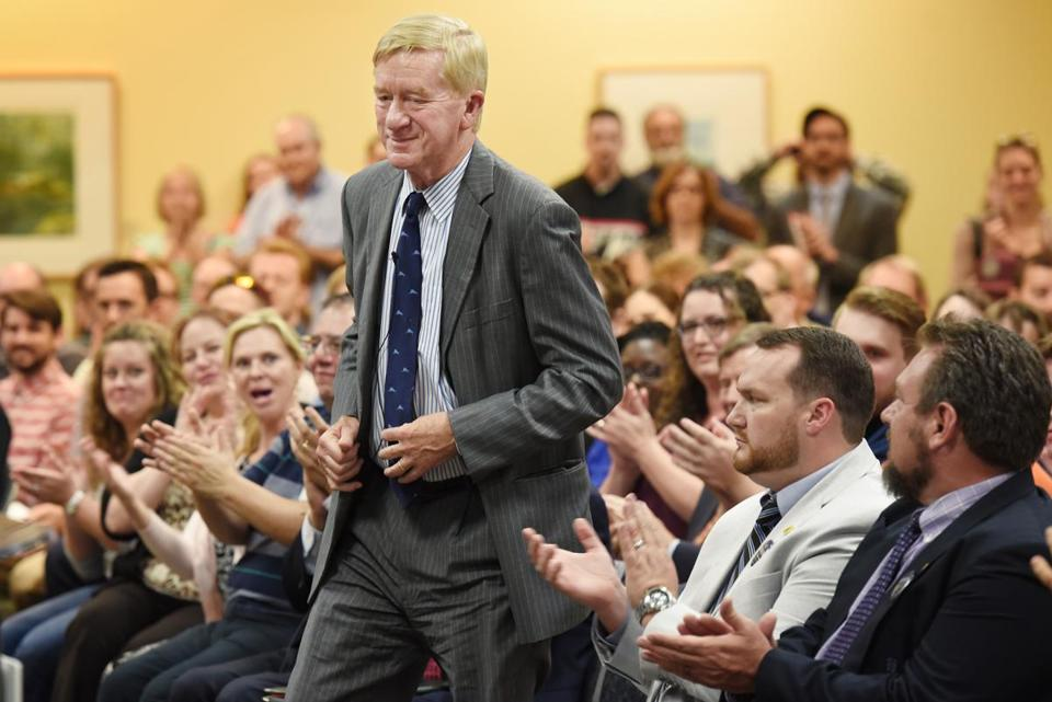 Jacksonville, Florida-092216-Bill Weld takes the podium to applause after his introduction at Thursday's town hall meeting at Jacksonville University. Bill Weld, the Libertarian Vice-Presidential Candidate addressed a standing room only audience at the Davis College of Business at Jacksonville University Thursday evening, September 22, 2016 ahead of the upcoming presidential election. (Bob Self for The Boston Globe)