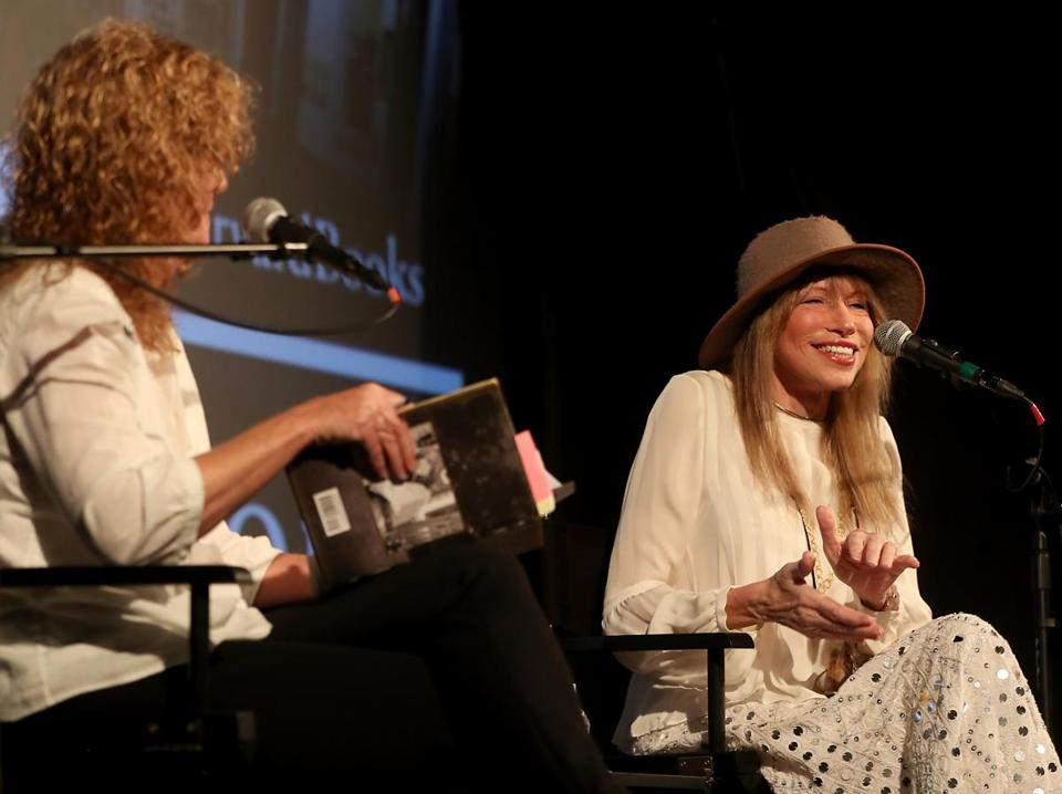 Carly Simon (right, with Barbara Dacey) at the Brattle Theatre.