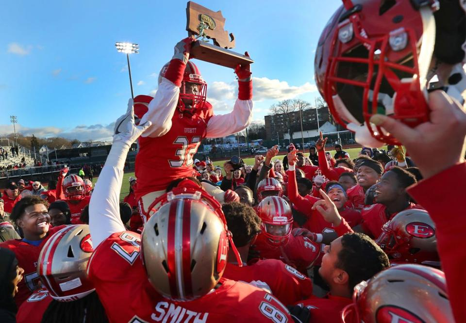 Lynn-12/03/2016- Division 1 Superbowl- Everett vs Xaverian - Everett's Christopher Jenkins celebrates the teams Superbowl win by holding up the trophy. John Tlumacki/Globe Staff (sports)