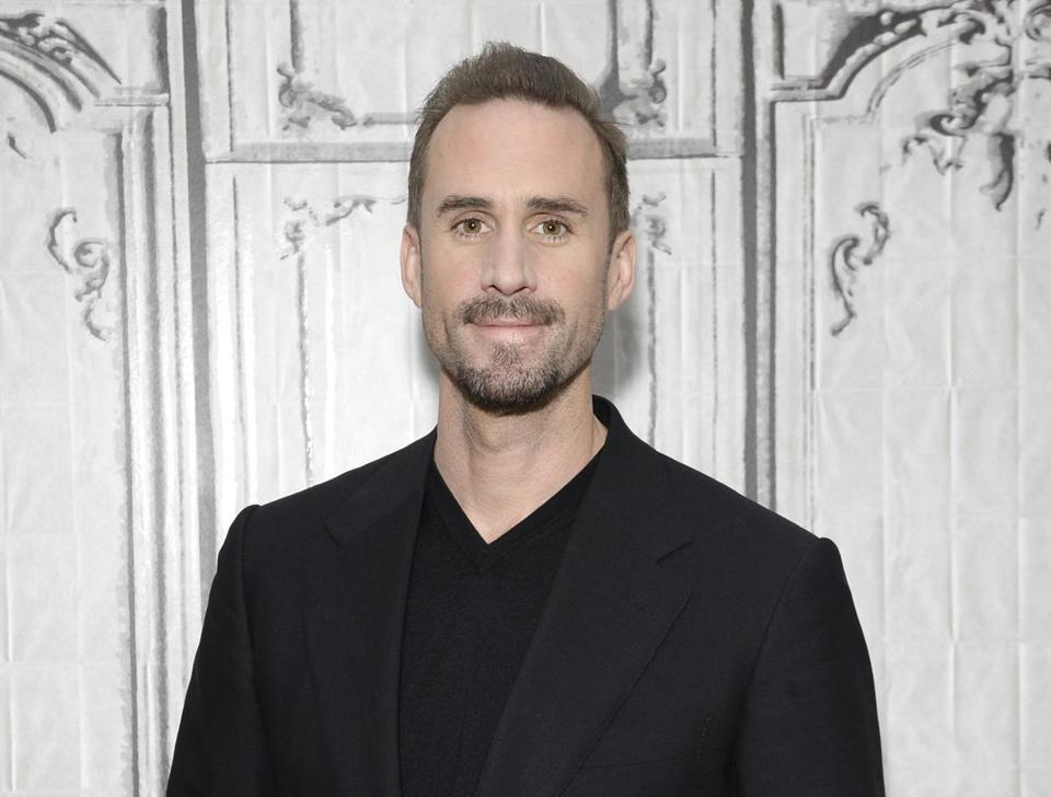 Joseph Fiennes, as he normally looks.