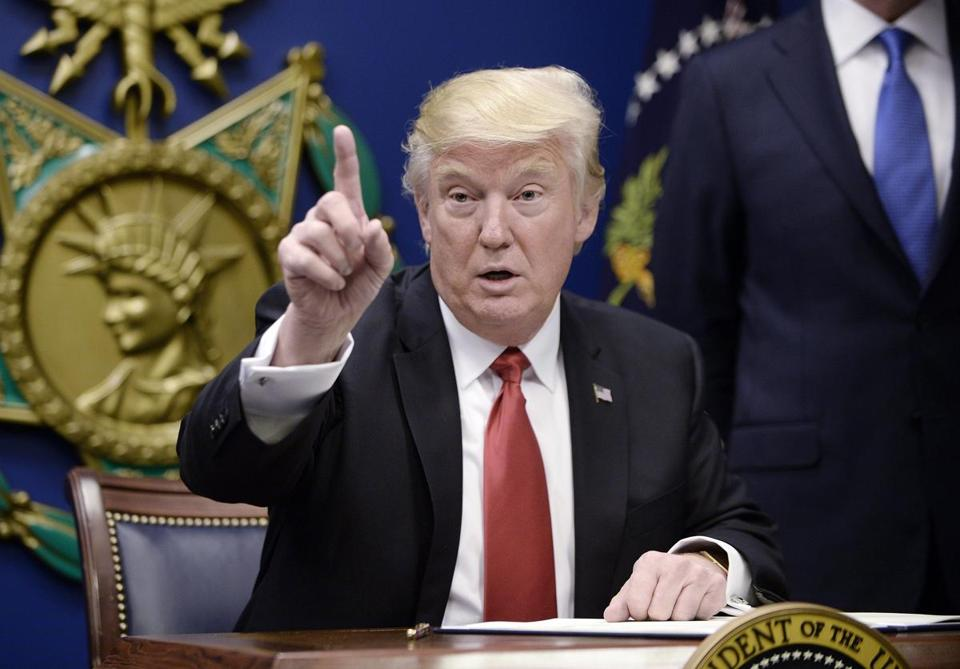 epa05755635 US President Donald Trump gestures during the signing of Executive Orders in the Hall of Heroes at the Pentagon in Arlington, Virginia, USA, 27 January 2017. EPA/OLIVIER DOULIERY / POOL