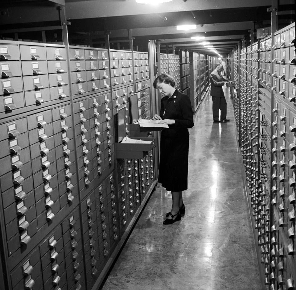 circa 1950: Stacks at the National Archives in Washington where amongst other things rare photographs and national records are ordered and stored. (Photo by Three Lions/Getty Images)