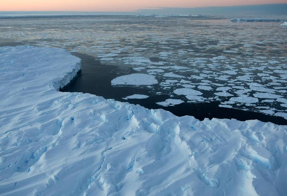 VINCENNES BAY, ANTARTICA - JANUARY 11: Giant tabular icebergs are surrounded by ice floe drift in Vincennes Bay on January 11, 2008 in the Australian Antarctic Territory. Australia's CSIRO's atmospheric research unit has found the world is warming faster than predicted by the United Nations' top climate change body, with harmful emissions exceeding worst-case estimates. (Photo by Torsten Blackwood - Pool/Getty Images)
