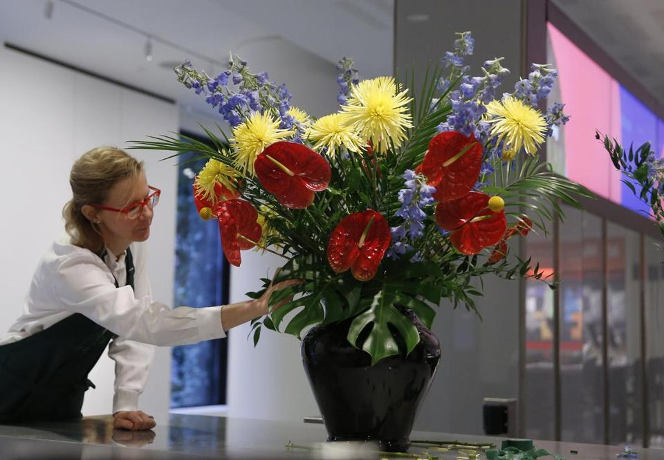 Volunteer Christine Murcott put the finishing touches on a Matisse-inspired flower arrangement.