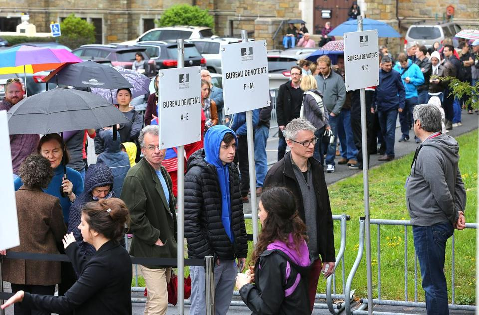 Cambridge-05/05/2017- French people lined up in large numbers at the International School of Boston to vote for the president of France. JohnTlumacki/ The BostonGlobe (metro)