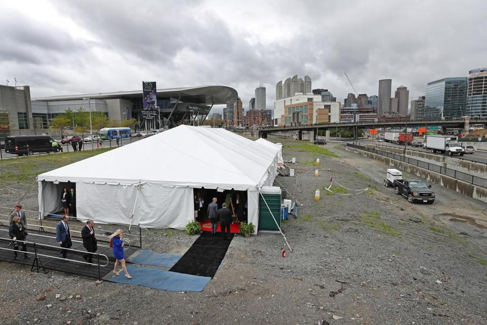 State officials and Omni Hotels & Resorts executives promoted plans for an Omni hotel, with more than 1,000 rooms, in the Seaport District during an event on Monday.