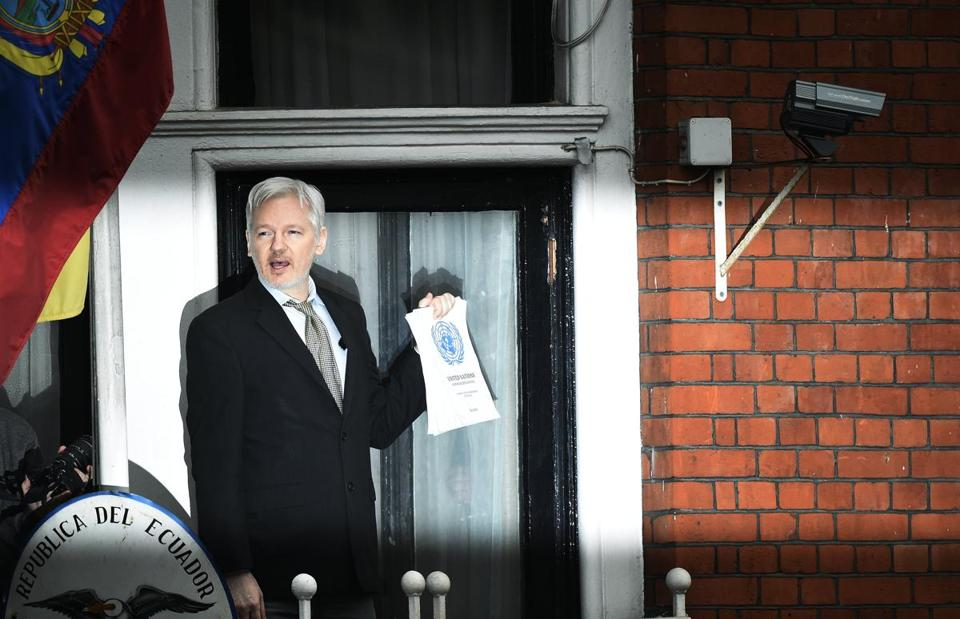 epa05973647 (FILE) - WikiLeaks founder Julian Assange speaks to the media from a balcony of the Ecuadorian Embassy in London, Britain, 05 February 2016 (reissued 19 May 2017). According to a statement by the Swedish prosecutor's office on 19 May 2017, Sweden has dropped a rape probe against WikiLeaks founder Assange. EPA/FACUNDO ARRIZABALAGA