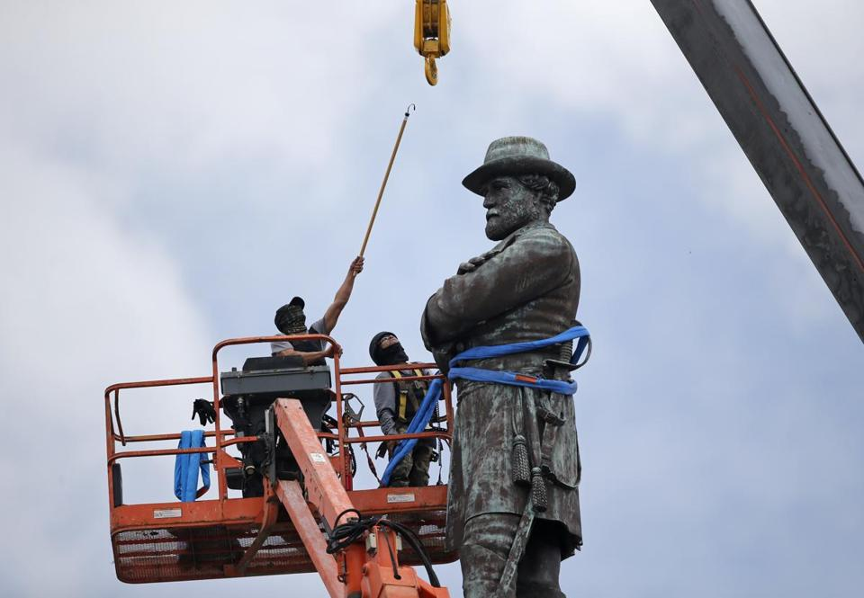 Workers prepare to take down the statue of former Confederate general Robert E. Lee, which stands over 100 feet tall, in Lee Circle in New Orleans, Friday, May 19, 2017. (AP Photo/Gerald Herbert)