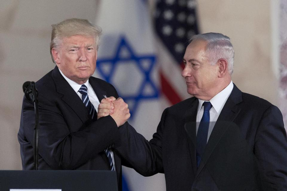 US President Donald Trump and Israeli Prime Minister Benjamin Netanyahu shake during then visit to the Israel museum in Jerusalem, Tuesday, May 23, 2017. (AP Photo/)