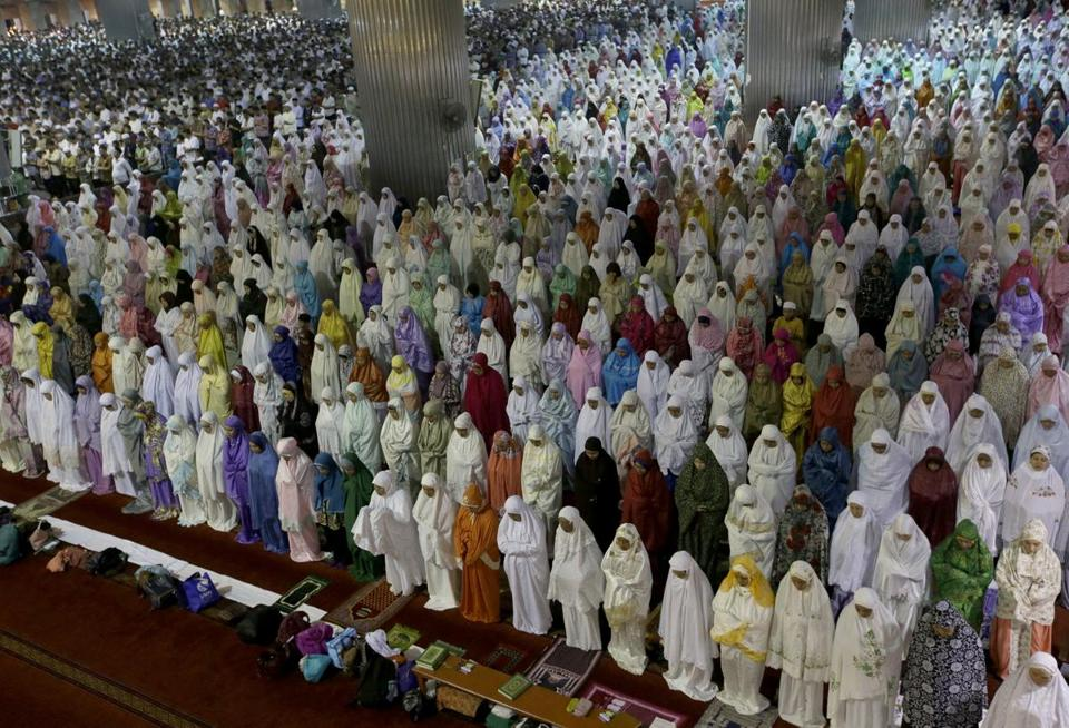 Indonesian Muslims perform an evening prayer called 'tarawih' marking the first eve of the holy fasting month of Ramadan, at Istiqlal Mosque in Jakarta, Indonesia, Friday, May 26, 2017. During Ramadan, the holiest month in Islamic calendar, Muslims refrain from eating, drinking, smoking and sex from dawn to dusk. (AP Photo/Tatan Syuflana)